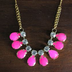 Collier LUCY rose, cabochons fluos